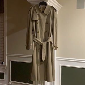 Burberry trench coat 🧥